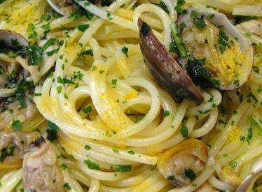 Spaghetti ricci, vongole, bottarga di muggine
